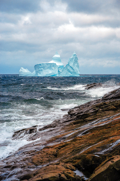 A beautifully composed iceberg