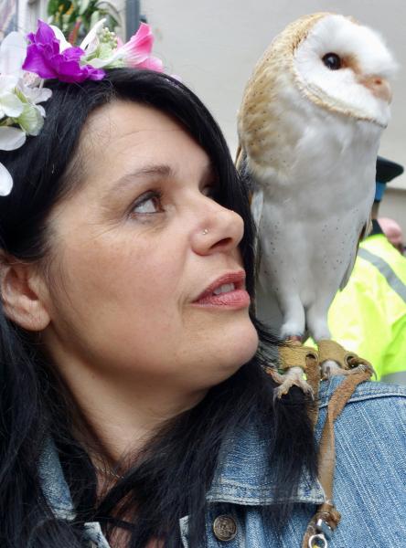 A reveller and an owl