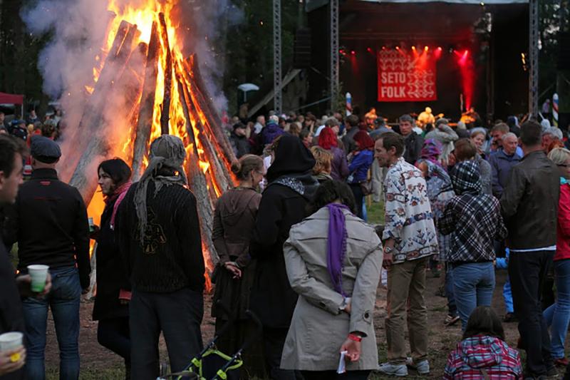 Bonfire and bands
