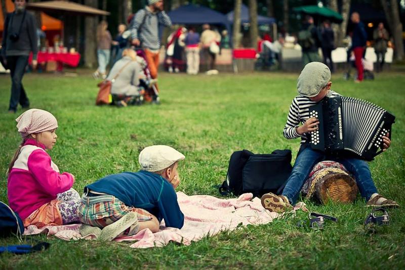 Kids relaxing at the Seto Folk Festival