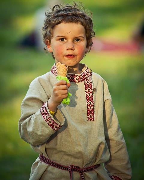 Seto boy enjoying a midsummer ice cream