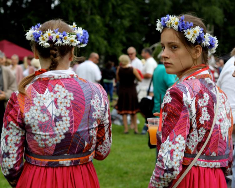 Girls at the Seto Folk Festival