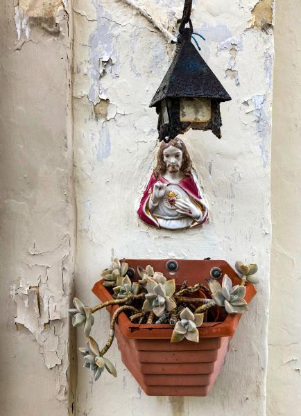 Votive shrine on wall in Senglea (Peter Moore)