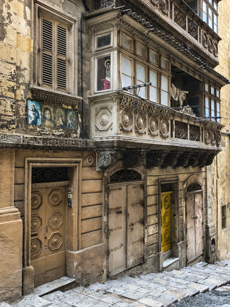 Unrestored houses down near the harbour in Valletta (Peter Moore)