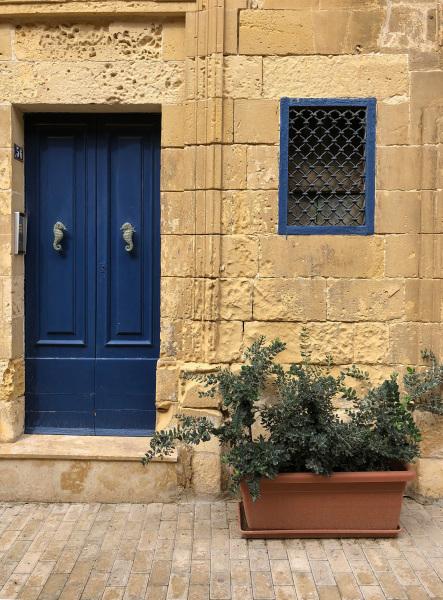 Residential doorway with garden, Valletta, Malta (Peter Moore)